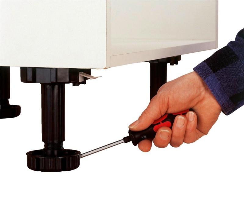 Stelpoten tbv keukenkasten - diameter 35mm -- hoogte 100mm<br />per stuk