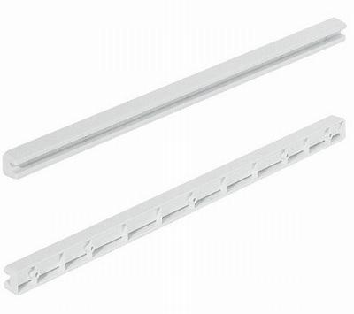 Kunststof schuifrail voor draadmanden met glijrand