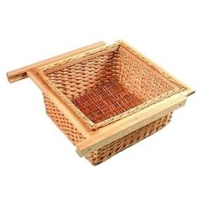 Rieten mand op houten geleiders